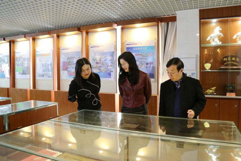 开学第一天,吴秀枝局长莅临我校进行开学工作检查