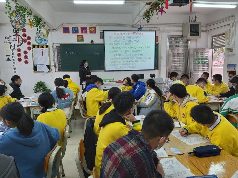 加美学校初中部开展期末复习示